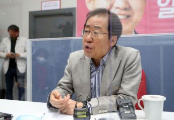 """홍준표 """"뻐꾸기 알이 되는 비열한 정치 안돼"""""""