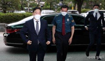 [포토]경찰청 들어서는 김오수 검찰총장