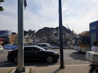 광주에서 철거 공사 건물 붕괴, 시내버스 덮쳐