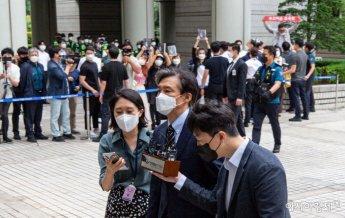 [포토]서울중앙지법 도착한 조국 전 법무부 장관