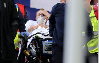 """에릭센, 경기중 쓰러져 심폐소생술…""""안정상태"""""""
