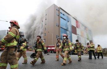 장기화되는 이천 쿠팡물류센터 화재 진압…소방관 1명 고립