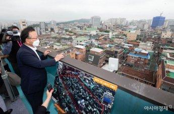 [포토] 쌍문역 공공주택 후보지 둘러보는 김부겸 총리