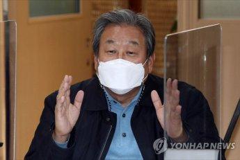 """김무성 """"장성철 '尹 X파일 입수', 나와 무관"""" 배후설 일축"""