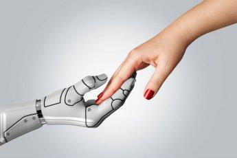 """""""금세기 안에 인간과 로봇의 결혼 흔해질 것"""""""