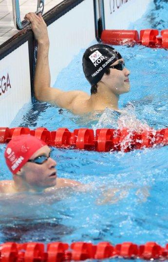 수영 황선우, 올림픽 데뷔 무대서 한국신기록…박태환 또 넘었다