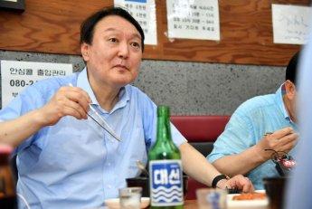 """이재명 측 """"尹, 술꾼으로 살든가"""" vs 이준석 """"대놓고 술 마셔 놓고 왜 지적?"""""""