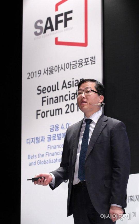 """""""데이터경제 전환 시대적 과제…전세계적 경쟁 참여해야"""""""