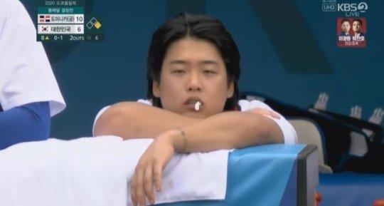 """강백호, 올림픽 껌 논란에 """"사람으로 인정받는 선수 되겠다"""" 사과"""
