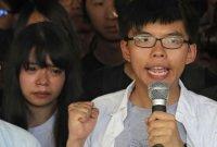 """홍콩 민주화 운동가 조슈아 웡, 13.5개월 징역형…""""험난하지만 버틸 것"""""""