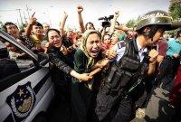"""中외교부 '위구르족 인권탄압' NYT 보도에 """"조작된 문건으로 왜곡"""" 반발"""