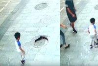 """""""걷다가 갑자기 사라져"""" 中 길거리 맨홀서 추락한 3살배기 남아"""