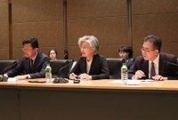 """강경화 장관 """"3국 회의 성과 있어…일본과는 소통에 의미"""""""