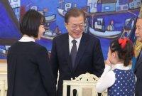 문 대통령 국정 지지율 48.4%…4개월여 만에 '골든크로스'