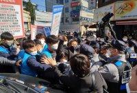 범투본, '집회 금지명령' 불구 사랑제일교회서 예배…경찰 충돌(종합)