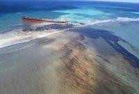 모리셔스 덮친 기름유출 선박 결국 '두동강'