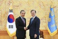 """文대통령 """"中과 경제협력 강화…한반도 비핵화 노력 멈추지 않을 것"""""""