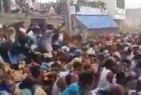 '노마스크'로 소똥싸움 즐겼던 인도…확진자 폭발에 '한 병상 두 환자'