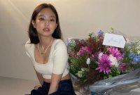 [포토] 제니 '꽃보다 미모'