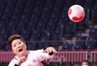 '류은희 9골' 여자핸드볼, 일본 꺾고 대회 첫 승…한일전 15연승 질주