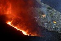 """시뻘건 용암에 뒤덮인 섬에서 홀로 살아남은 주택 """"기적적인 생존"""""""