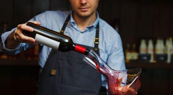 디캔팅한 와인, 정말 더 맛있을까?