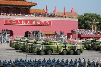 세계 첫 대함탄도미사일 '둥펑-21D'