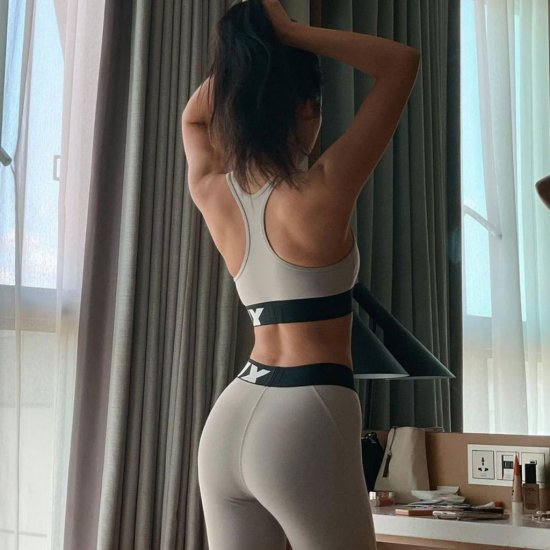 '넘사벽 뒤태'