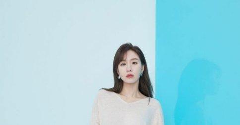 """'엣지 배우' 김아중, SUMMER 화보 공개 """"여름 느낌 물씬"""""""