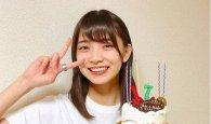 생일 케이크와 함께 브이 '고토 모에'…이제 겨우 17살?
