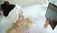 거품 목욕 중인 <em>클라라.gif</em>