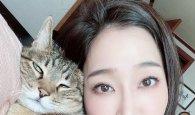 """김하영, """"히트 아니고 웅이"""" 고양이와 교감하는 모습 눈길"""