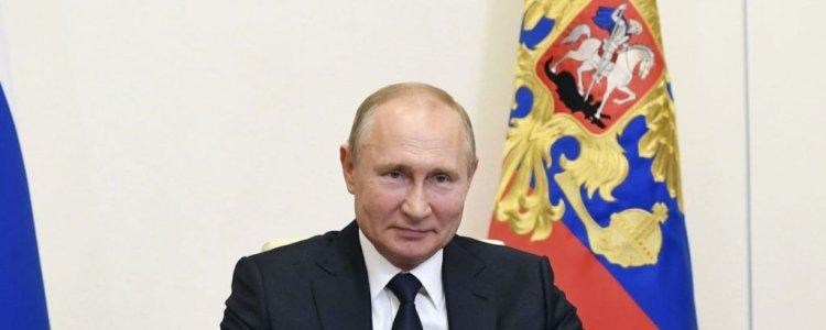 """러시아 세계 최초 코로나19 백신  등록…푸틴 """"딸에도 접종"""""""