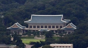 靑, NSC 상임위…北 미사일 발사 국제사회 동향 점검