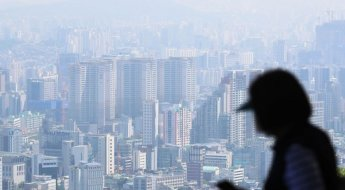 서울 평균 아파트값 12억 넘어…1년 만에 2억 ↑