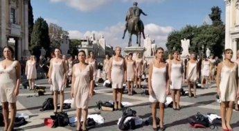 """""""부당하다""""...'속옷 차림'으로 광장서 시위 벌인 伊 국영 항공사 승무원들"""