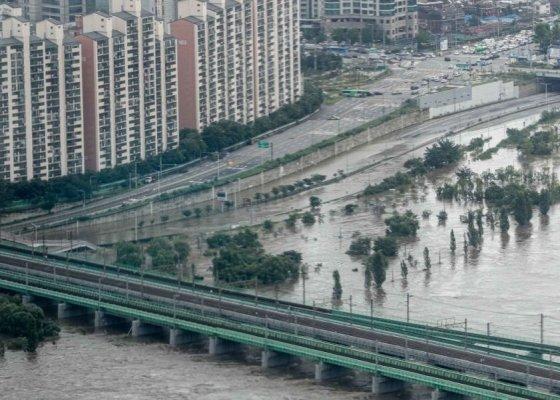 연일 내린 폭우로 사망 17명·실종 10명…이재민 2500명