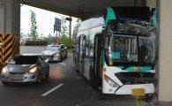 시내버스, 당산역 고가 기둥 들이받아…운전자 사망