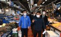 해수부 장관, 日오염수 방출결정 임박에 노량진시장 원산지표시 점검