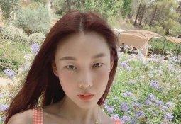 """한혜진, 노출 사진에 """"민망하네요"""" 댓글 달리자…"""