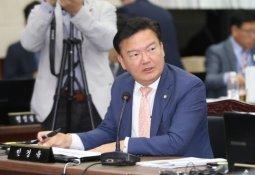 """민경욱 """"윤석열 총장, '조국 대장경' 따르라"""" 맹비난"""