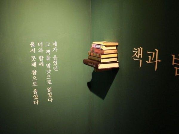 [인스타 산책]배우가 차린 책방 '책과 밤, 낮'