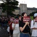 [포토] 교내 행진하는 촛불집회 참가자들